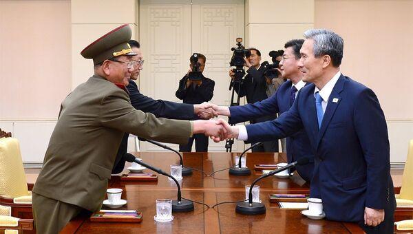 Переговоры представителей властей КНДР и Южной Кореи о снижении уровня военной конфронтации