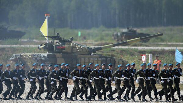 Военнослужащие воздушно-десантных войск во время соревнований Танковый биатлон. Архивное фото