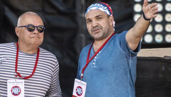 Генеральный директор МИА Россия сегодня Дмитрий Киселев (слева) накануне начала Международного джазового фестиваля Koktebel Jazz Party
