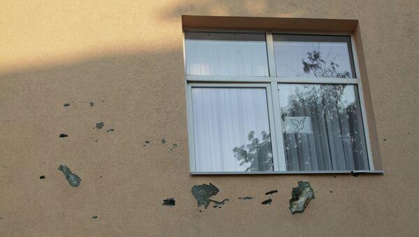 Окно школы в Тельманово. Архивное фото