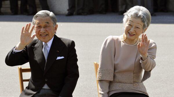 Действующий японский император Акихито со своей супругой императрицей Митико во время празднования 50-летней годовщины свадьбы