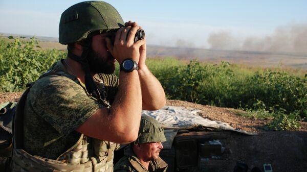 Бойцы 1-й Славянской бригады ополчения ДНР на позиции у линии соприкосновения с ВСУ