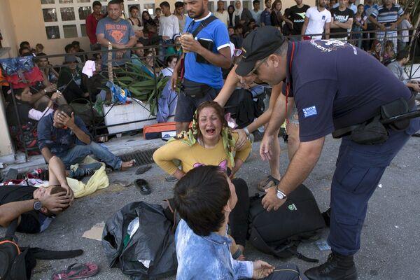 Столкновения греческой полиции и афганских беженцев на острове Лесбос