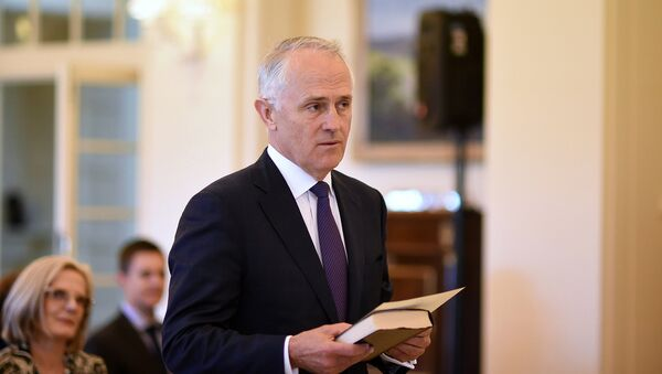 Австралийский политик, министр связи страны Малкольм Тернбулл во время присяги, 15 сентября 2015