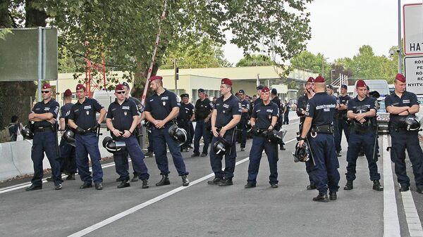 Венгерские полицейские перекрыли границу на КПП Хоргош-Реске