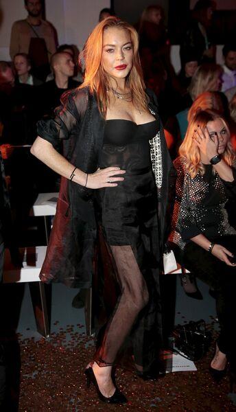 Американская киноактриса и певица Линдси Лохан на Неделе моды в Лондоне