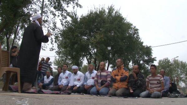 Молитва о мире: как беженцы встретили Курбан-байрам в Хорватии и Турции