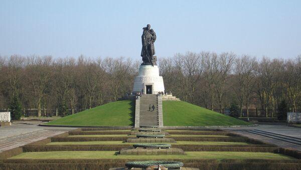 Памятник Солдату-освободителю в Трептов-парке в Берлине