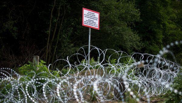 Колючая проволока на границе стран в ЕС. Архивное фото