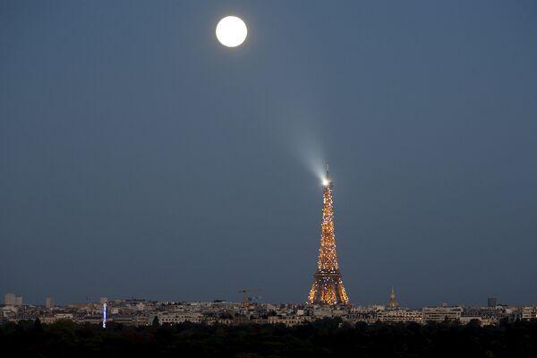 Суперлуние в Париже. Сентябрь 2015