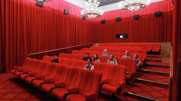 Зрители в зрительном зале