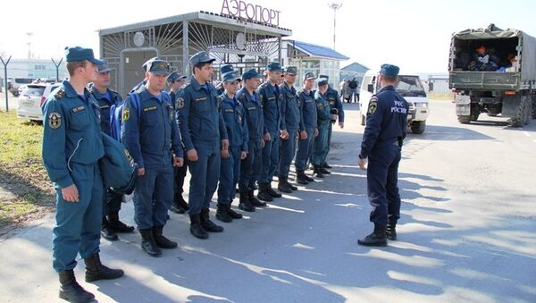 Спасатели МЧС готовятся к вылету на Курилы
