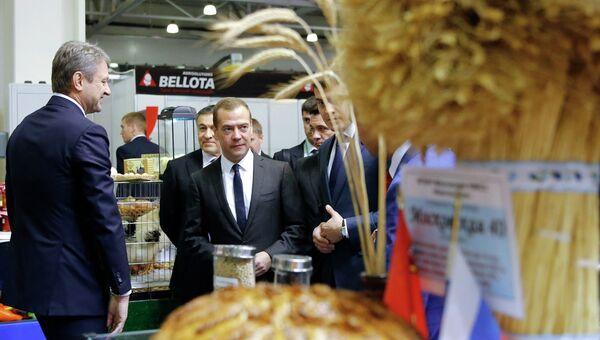 Премьер-министр РФ Д.Медведев открыл агропромышленную выставку Золотая осень в Москве
