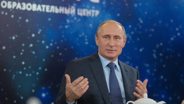 Президент РФ Владимир Путин на встрече с лауреатами всероссийского конкурса Учитель года России в образовательном детском центре Сириус в Сочи