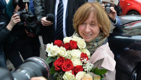Лауреат Нобелевской премии по литературе 2015 года белорусская писательница Светлана Алексиевич перед началом пресс-конференции в Минске