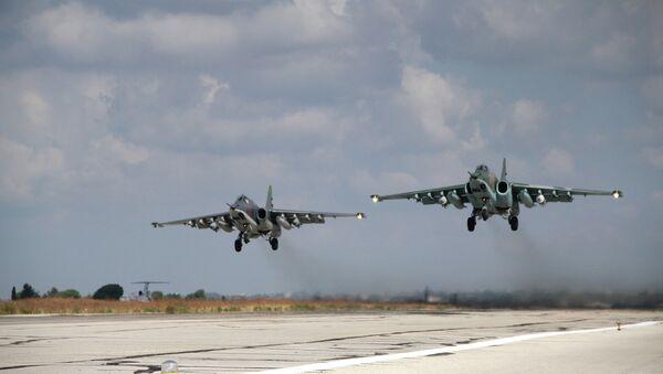 Российские самолеты взлетают с авиабазы Хмеймим, Сирия