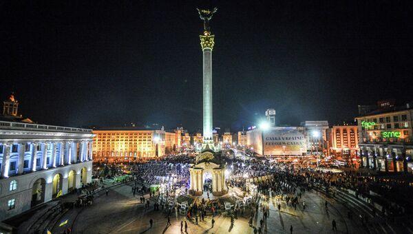 Киевляне во время памятных мероприятий, посвященных годовщине начала событий на площади Независимости в Киеве