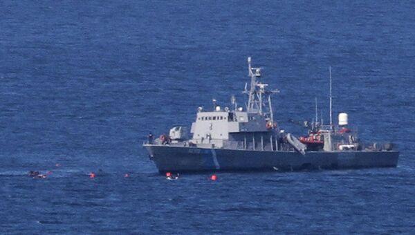 На месте столкновения лодка с мигрантами столкнулась и судна спасателей у берегов Греции