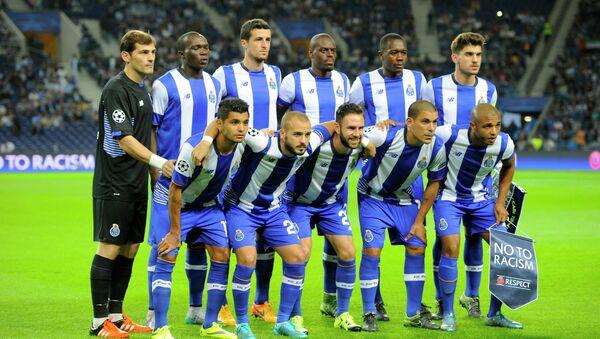 Игроки Порту перед матчем с Маккаби в Лиге чемпионов, 20 октября 2015