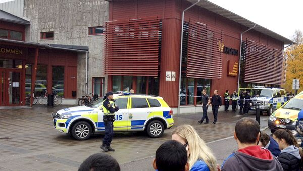 На месте нападения в школе на западе Швеции. 22 октября 2015 год
