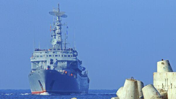 Учебный корабль Балтийского флота РФ Смольный прибывает в порт Балтийска после дальнего похода