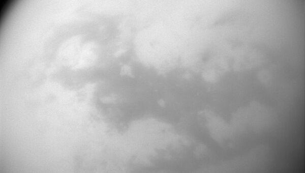 Облачную и дождливую погоду на Титане сфотографировал «Кассини»