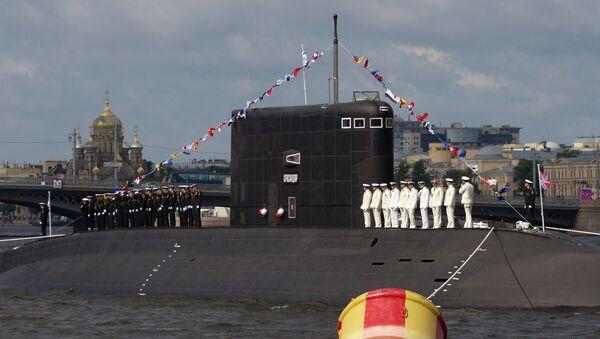 Экипаж подводной лодки Краснодар во время генеральной репетиции военного-морского парада с участием кораблей Балтийского флота Западного военного округа в Санкт-Петербурге. Архивное фото