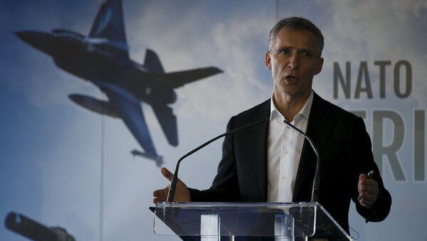 Генеральный секретарь НАТО Йенс Столтенберг выступает на пресс-конференции НАТО в Испании. Архивное фото