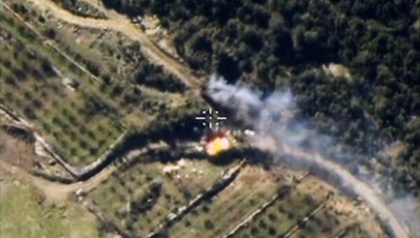 Самолеты российских Воздушно-космических сил нанесли авиационный удар по укрепленному опорному пункту боевиков в провинции Латакия в Сирии. Архивное фото
