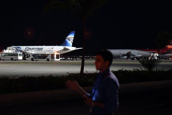 Самолеты в аэропорту курорта Шарм-эш-Шейх, Египет. Ноябрь 2015