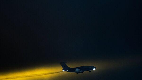 Самолёт в небе. Архивное фото