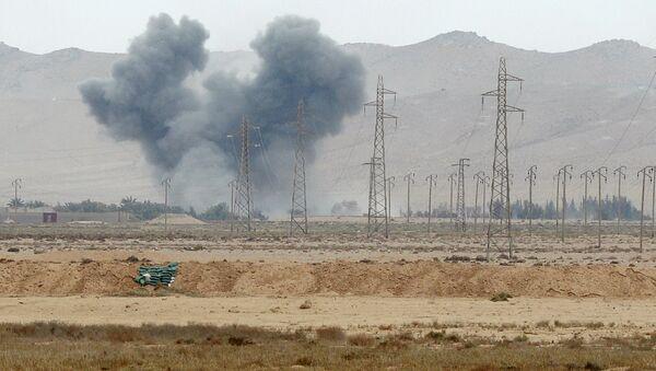 Артиллерийская подготовка перед наступлением частей Сирийской Арабской Армии (САА) в районе города Пальмира. Архивное фото