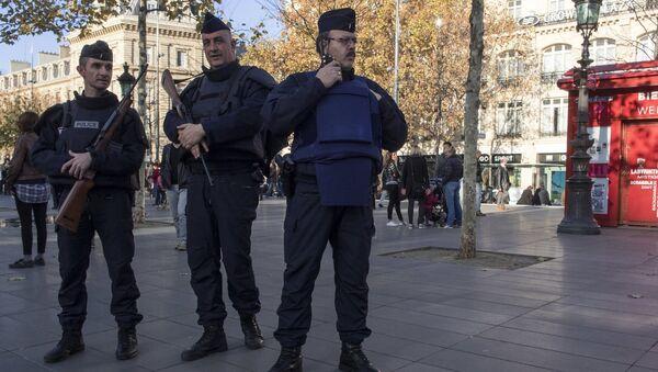 Усиленные наряды полиции на Площади Республики в Париже
