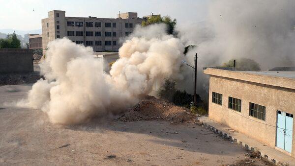 Обстрел террористами из минометов позиций Сирийской арабской армии в городе Дума в пригороде Дамаска. Архивное фото