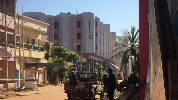 Ситуация возле отеля Radisson Blu в столице Мали городе Бамако. 20 ноября 2015