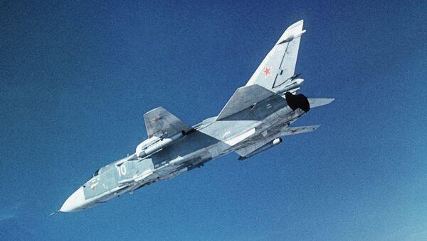 Бомбардировщик СУ-24. Архивное фото.