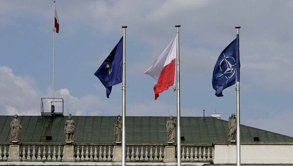 Флаги: Польши, ЕС и НАТО. Архивное фото