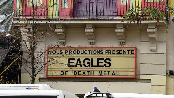 Вывеска с анонсом концерта группы Eagles of Death Metal у клуба Батаклан в Париже