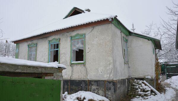 Брошенные дома на линии соприкосновения в ЛНР. ААрхивное фото