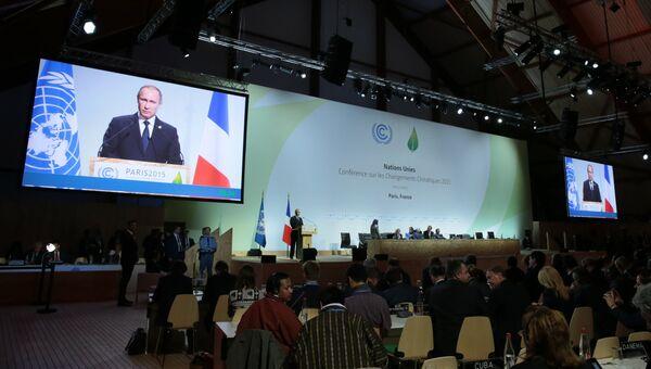 Президент России Владимир Путин выступает на климатической конференции ООН в Париже
