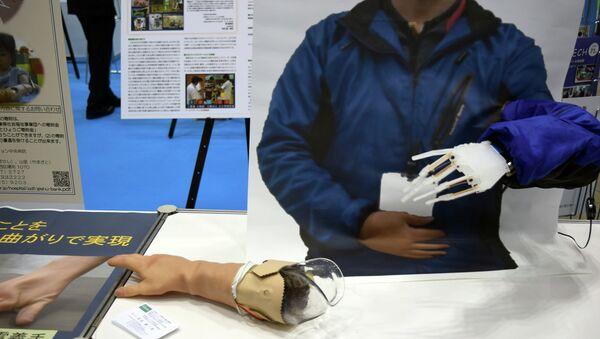 Модель протеза на на выставке International Robot Exhibition в Токио