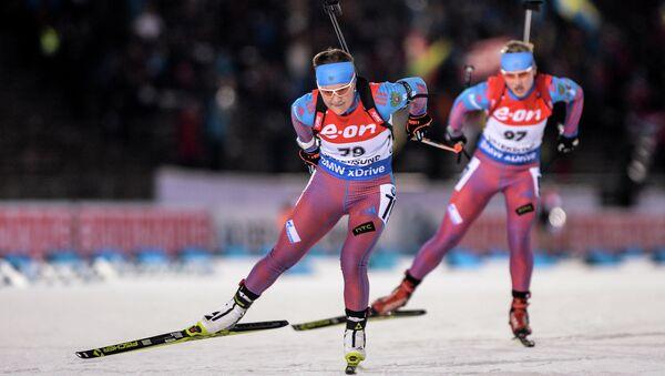 Екатерина Юрлова (Россия) и Анна Никулина (Россия) на дистанции индивидуальной гонки Кубка мира по биатлону