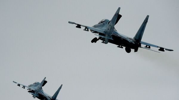Истребители Су-27СМ во время летно-тактических учений. Архивное фото