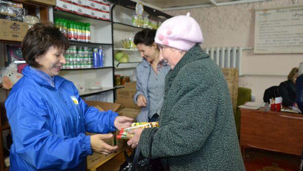Фонд продовольствия Русь раздает продукты одиноким старикам, живущим в деревнях