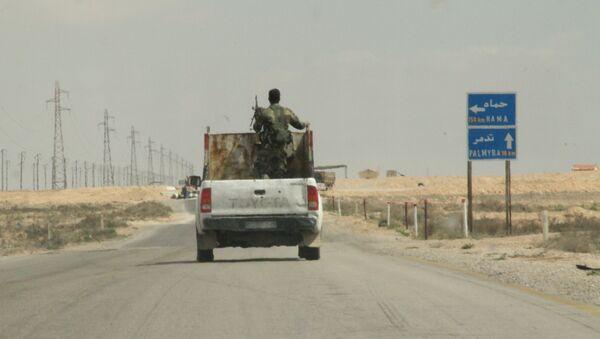 Сирийские военные в окрестностях города Пальмира. Архивное фото