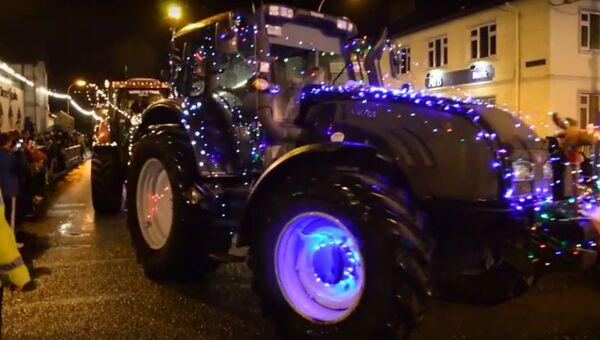 Парад рождественских тракторов