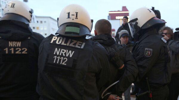 Полиция Кельна применила водяные пушки для разгона активистов Pegida