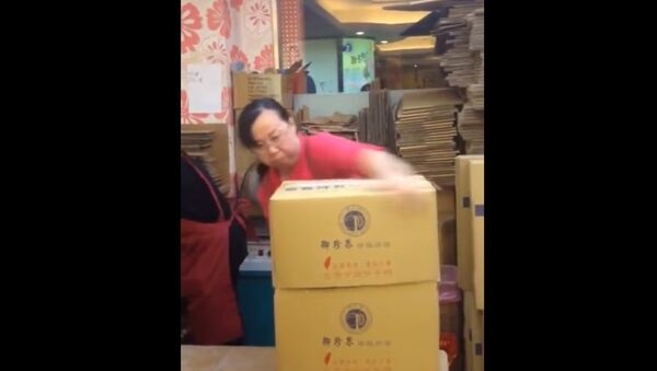 Кунг-фу-упаковщица из Китая