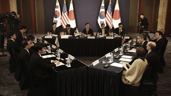 Трехсторонние переговоры представителей США, Японии и Южной Кореи