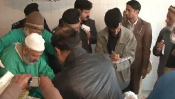 Врачи в госпитале Чарсадды осматривали раненых после теракта в университете